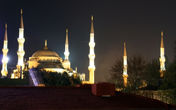 p mosque at night