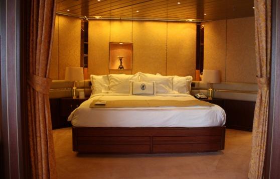 13-Suite bedroom